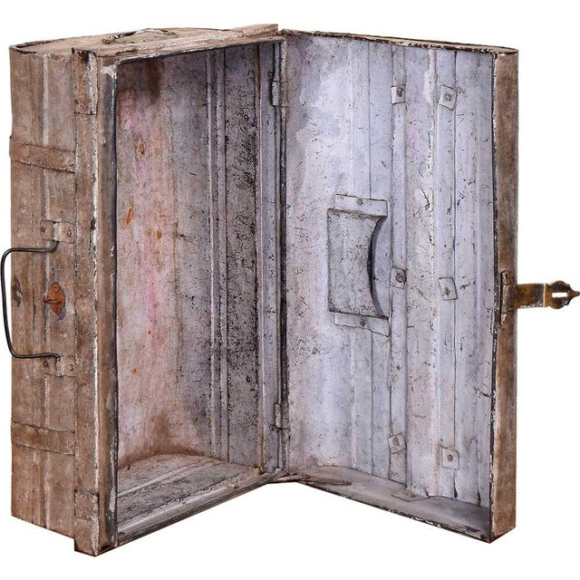 1950s Blushed Gray Iron Traveler's Trunk - Image 5 of 5
