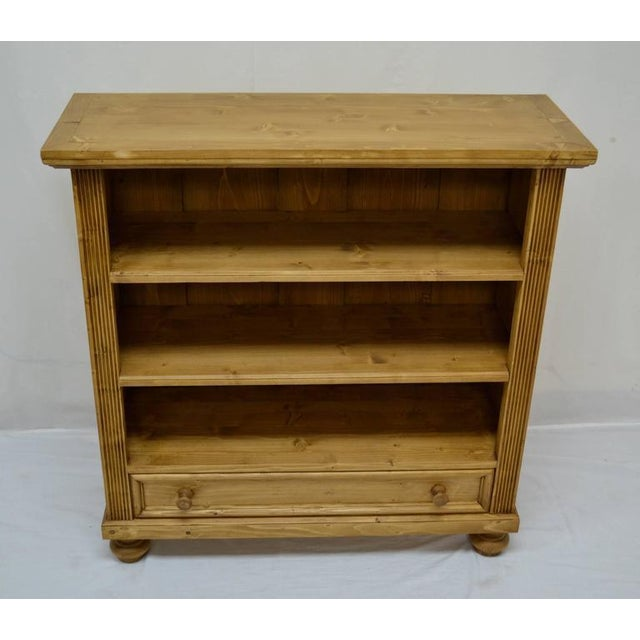 Antique pine bookcases can be hard to find and so can well-made reproductions. Using design features and methods of...