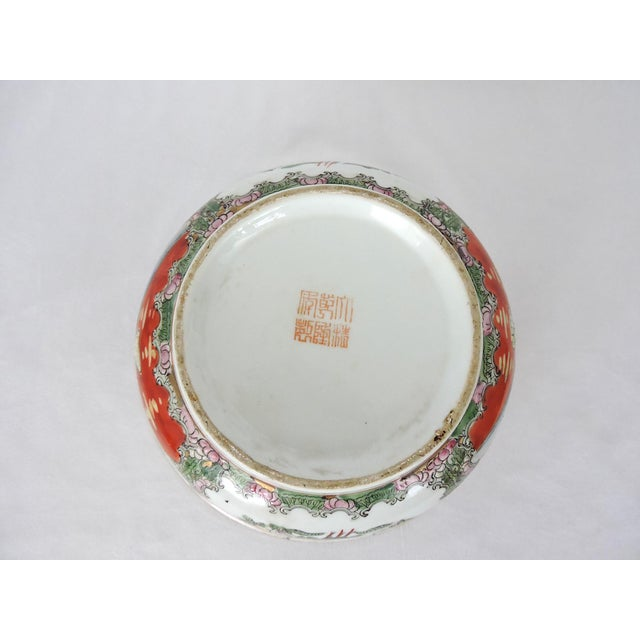 Mid 20th. Century Qianlong Rose Medallion Porcelain Planter & Decorative Matching Plate For Sale In Tampa - Image 6 of 8