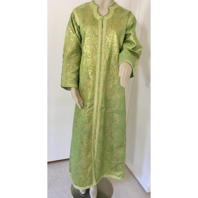 Moroccan Kaftan in Green and Gold Brocade Metallic Lame For Sale - Image 10 of 12