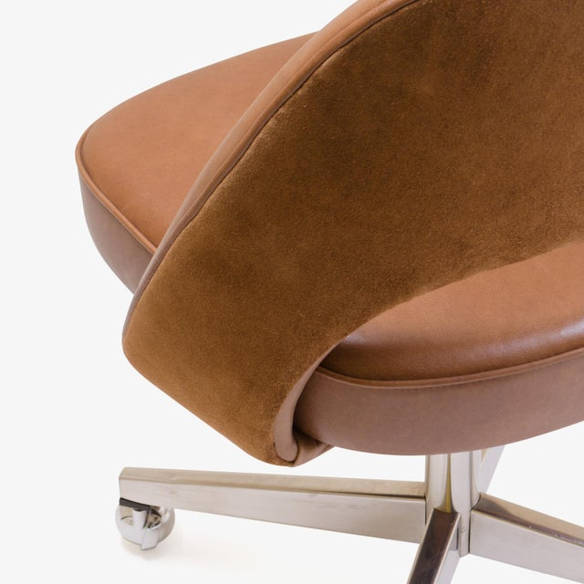 Late 20th Century Saarinen Executive Armless Chair in Saddle Leather & Suede, Swivel Base For Sale - Image 5 of 8