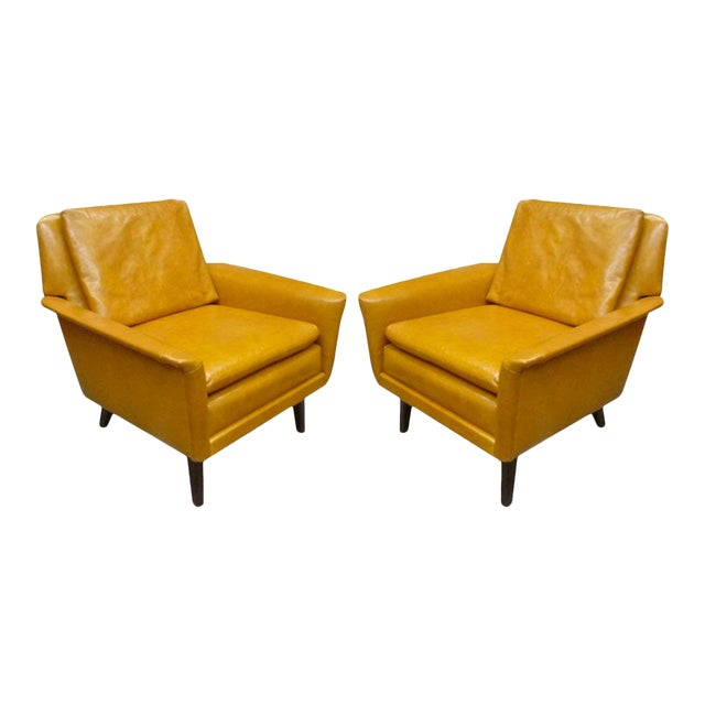 Folke Ohlsson for Fritz Hansen Comfortable Pair of Lounge Chairs For Sale