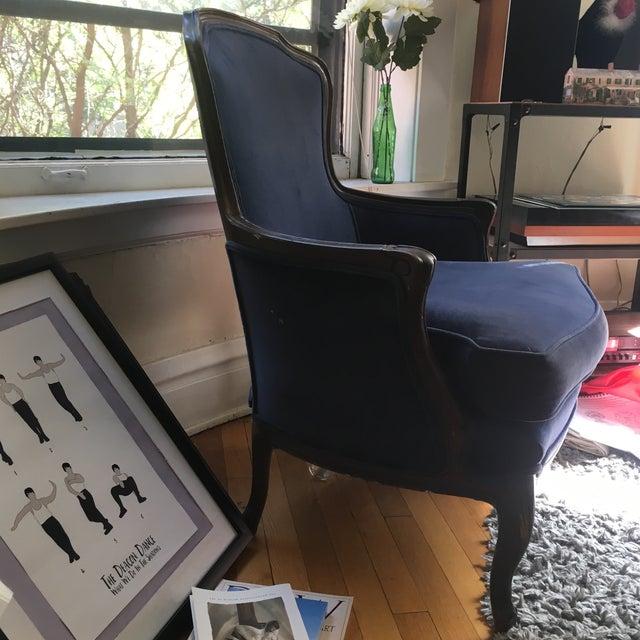 Fogle Furniture Co Navy Velvet Arm Chair - Image 4 of 6