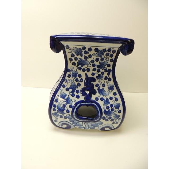 Enjoyable Vintage Blue And White Ceramic Painted Garden Stool Ibusinesslaw Wood Chair Design Ideas Ibusinesslaworg