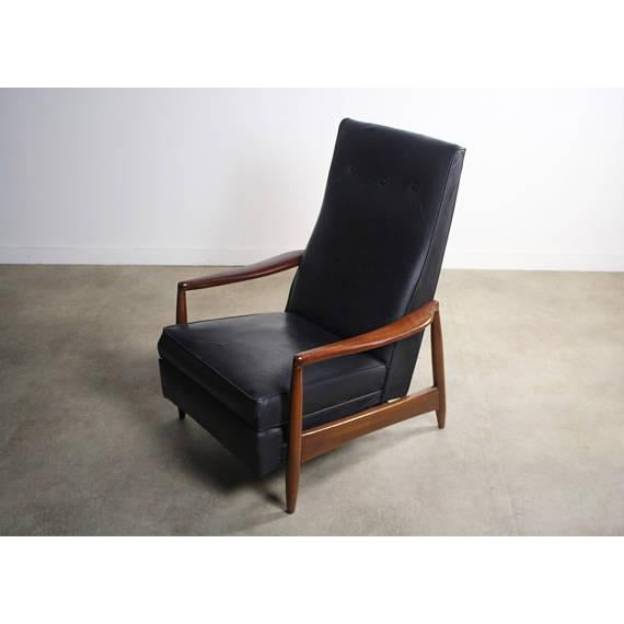 Mid-Century Modern Milo Baughman Highback Recliner Chair For Sale - Image 3 of 7