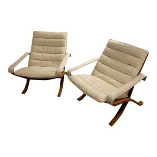 Mid Century White Leather Siesta Chairs- A Pair For Sale