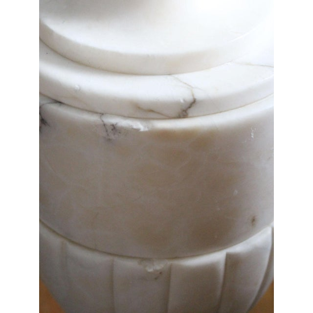 Italian Neoclassical White Alabaster Urn Lamps From Italy With White Linen Shades - Pair For Sale - Image 4 of 7