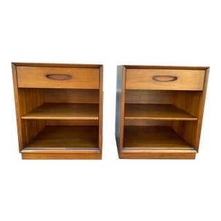 1960s Mid Century Modern Henredon Nightstands - a Pair For Sale