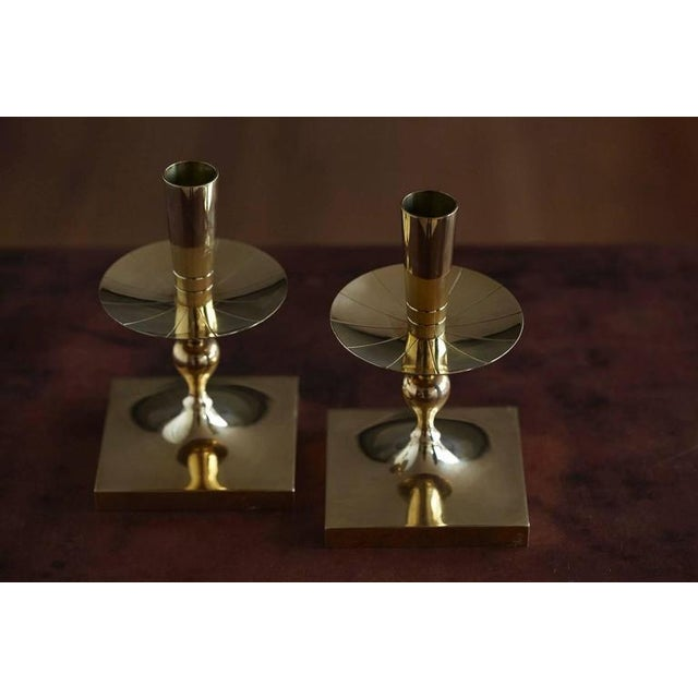 Mid-Century Modern Pair of Tommi Parzinger Brass Candleholders Made by Dorlyn Silversmiths For Sale - Image 3 of 7