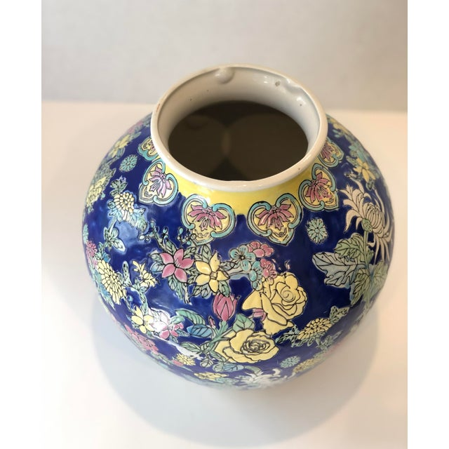 Chinoiserie Vintage Blue Chinoiserie Ceramic Vase For Sale - Image 3 of 12
