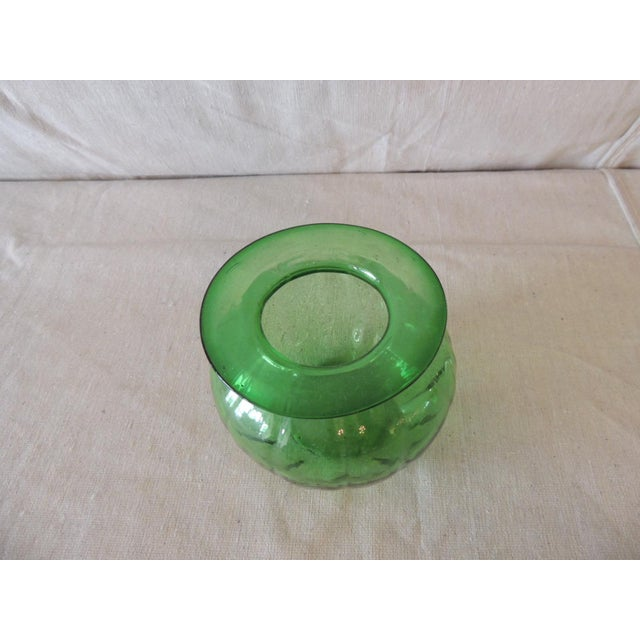 Mid-Century Modern Vintage Emerald Green Bulbous Flower Vase For Sale - Image 3 of 5