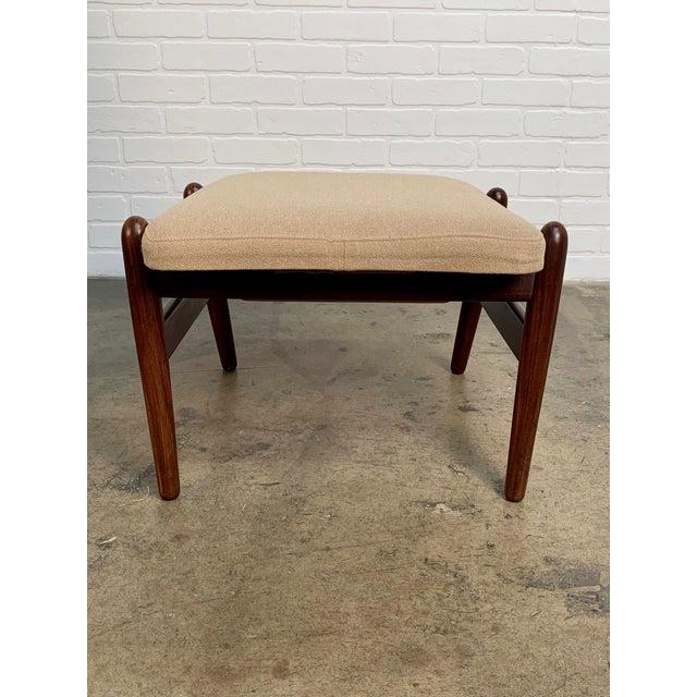 Tan i.b. Kofod-Larsen High Back Lounge Chair Model Pd30 With Ottoman, Circa 1960 For Sale - Image 8 of 13