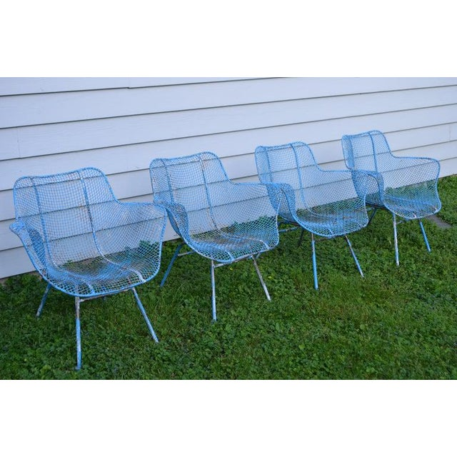 Designed by Russell Woodard in the 1950s, a set of 4 sculptura out or in patio chairs. Sculpted in a ergonomic form. In...