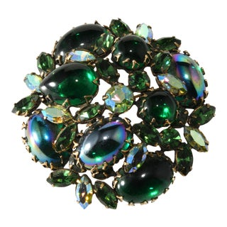 1950s Regency Brooch Emerald Green Rhinestones For Sale