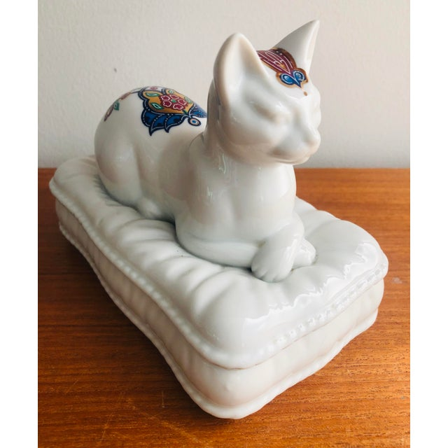 Japanese Vintage Porcelain Cat Jewelry Box Trinket Catch All For Sale - Image 3 of 10