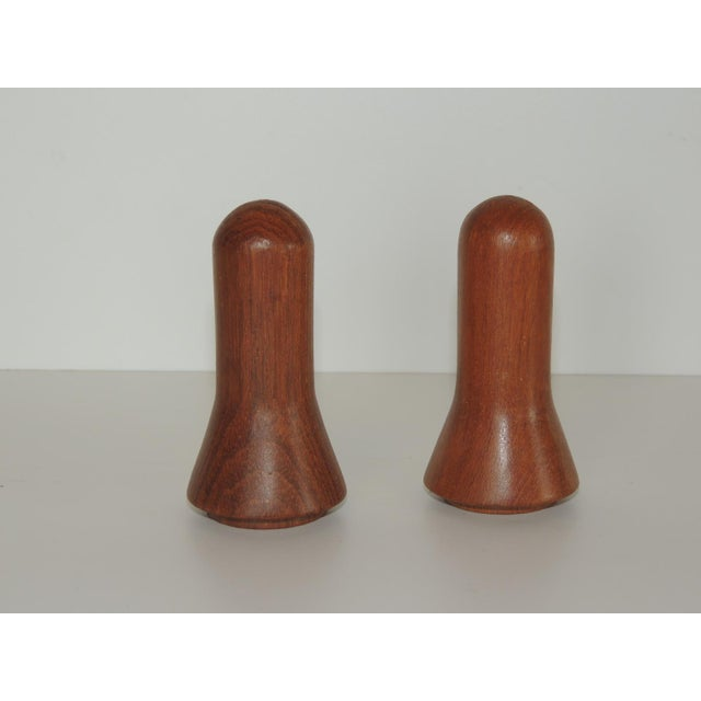 Pair of Mid-Century Modern Salt and Pepper Shakers For Sale - Image 4 of 5