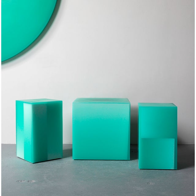 This stool / side table uses Facture Studio's Shift style to transition seamlessly from a deep opaque to water clear green...