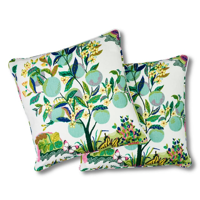 Contemporary Schumacher Citrus Garden Pillow in Lime For Sale - Image 3 of 8