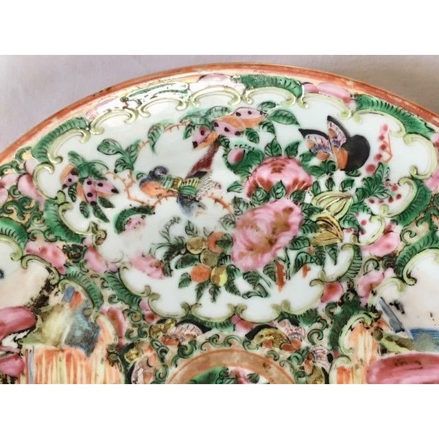 Asian 19th Century Chinese Rose Medallion Plate For Sale - Image 3 of 8