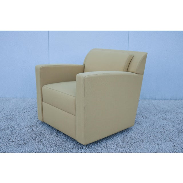 Modern and High-end Quality Brand New Entrada Lounge chair/Club chair, Beautifully designed and very comfortable Great for...