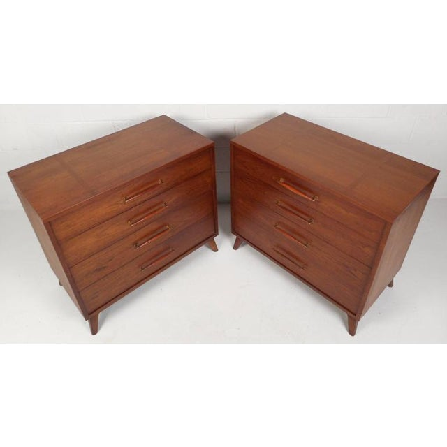 Mid-Century Modern Henredon Mid-Century Chest of Drawers - a Pair For Sale - Image 3 of 10