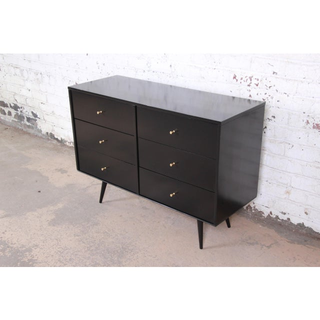 1950s Paul McCobb Black Lacquered Planner Group Six-Drawer Dresser For Sale - Image 5 of 12