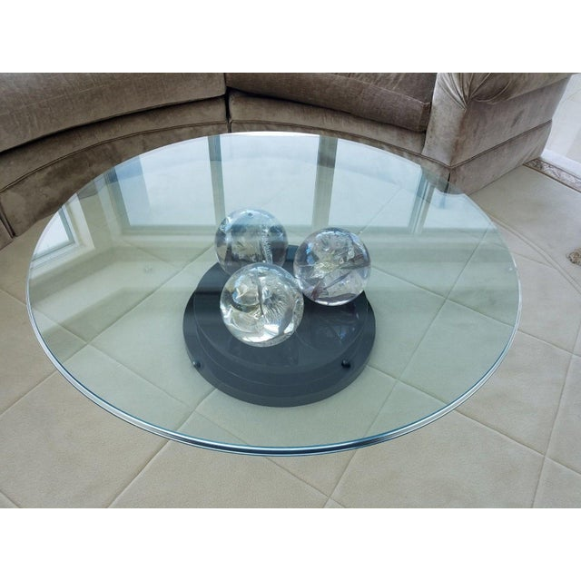 1980s Vintage Cracked Ice Lucite 3 Ball Cocktail Table on Lacquer Base For Sale - Image 5 of 8