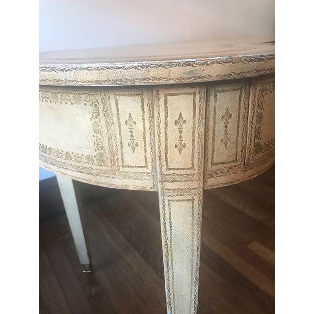 Maitland-Smith French Kidney-Shaped Cream Leather Writing Desk For Sale In Tampa - Image 6 of 12