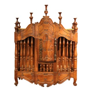 Early 19th Century French Louis XV Carved Walnut Panetière