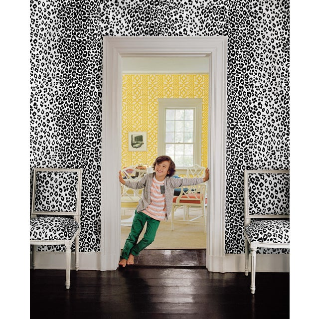 Schumacher Sample - Schumacher Iconic Leopard Pattern Animal Print Wallpaper in Cloud Grey For Sale - Image 4 of 5