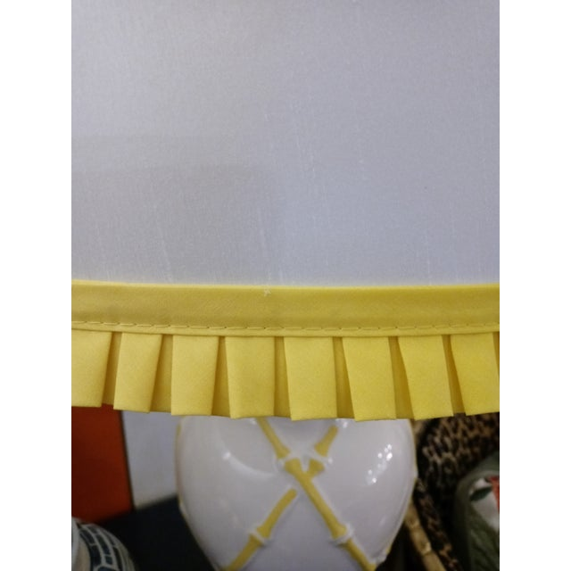 White Vintage Faux Bamboo Palm Beach Regency Yellow and White Ginger Jar Pleated Trimmed Shade Table Lamp For Sale - Image 8 of 10
