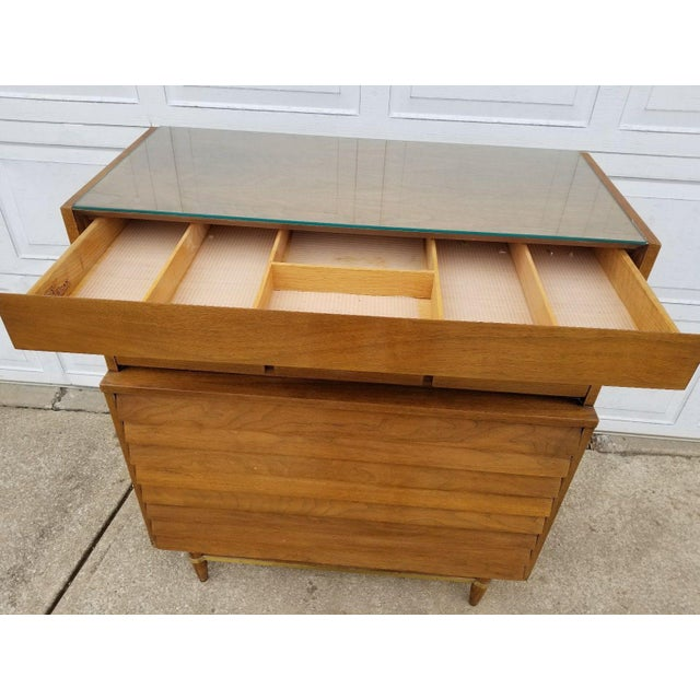 Vintage Merton Gershun for American of Martinsville Mid-Century Modern Chest of Drawers For Sale - Image 5 of 11
