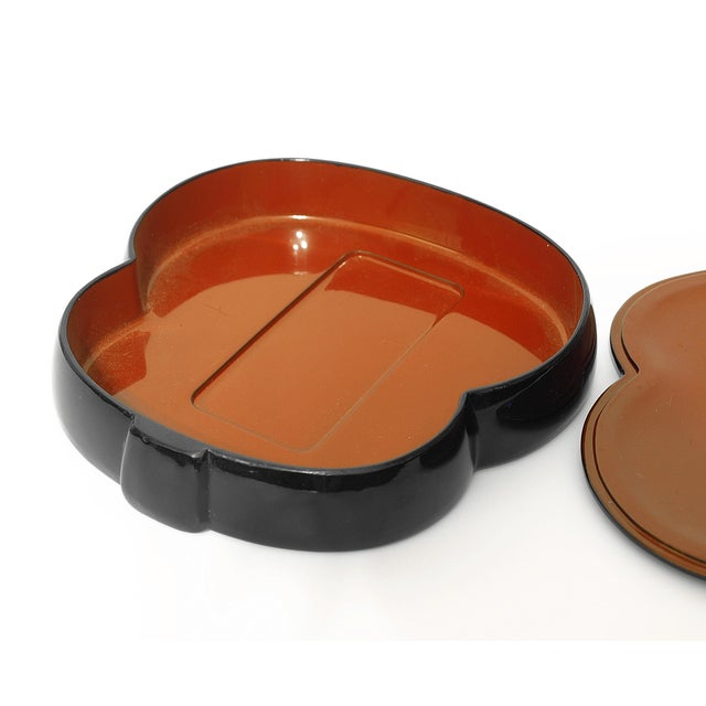 Mid 20th Century Vintage Japan Bakelite Accessory Container For Sale - Image 5 of 9
