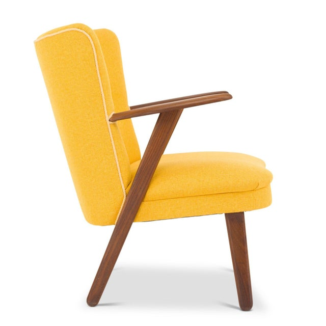 Elegantly designed solid teak armrests shape this cocktail chair. Made in Denmark in the 50s this particular one is newly...