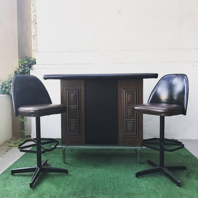 Incredible mid-century modern vintage bar on chrome base with vinyl rim top. Comes with 2 vinyl clad steel base Pedestal...