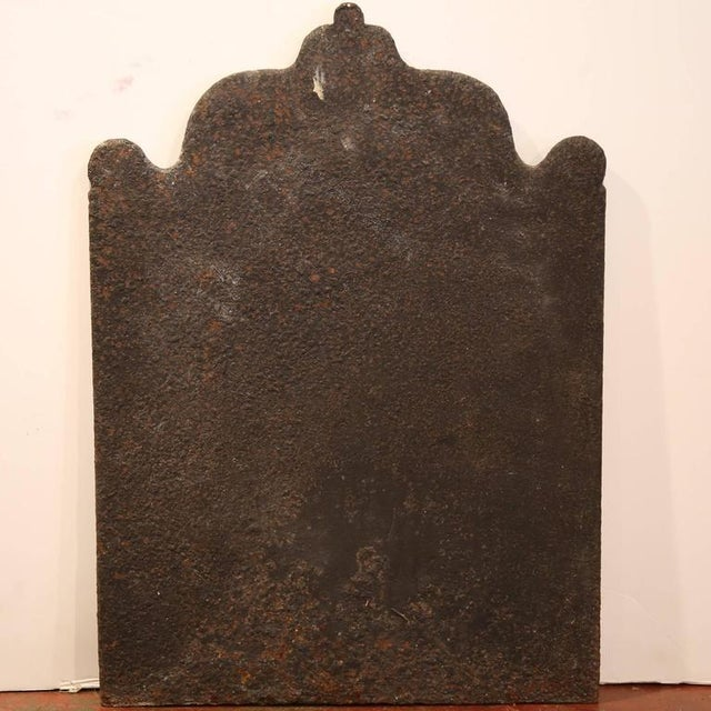 Early 19th Century French Black Iron Arched Fireback For Sale In Dallas - Image 6 of 6