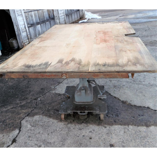 Vintage Midwest Tool & Engineering Co. Hydraulic Lift Table For Sale - Image 11 of 13