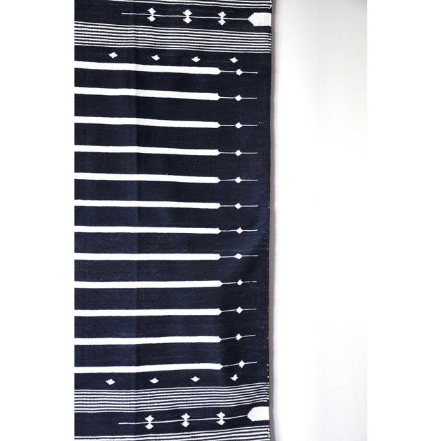 "Contemporary Handwoven ""Alwar Indigo"" Area Rug - 4′ × 6′ For Sale In New York - Image 6 of 8"