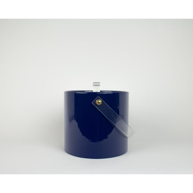 Mid Century Navy Blue and Lucite Ice Bucket - Image 5 of 10