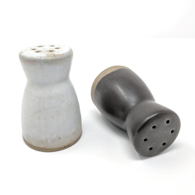 Marshall Studios Vintage Salt and Pepper Shakers by Gordon & Jane Martz for Marshall Studios - a Pair For Sale - Image 4 of 7