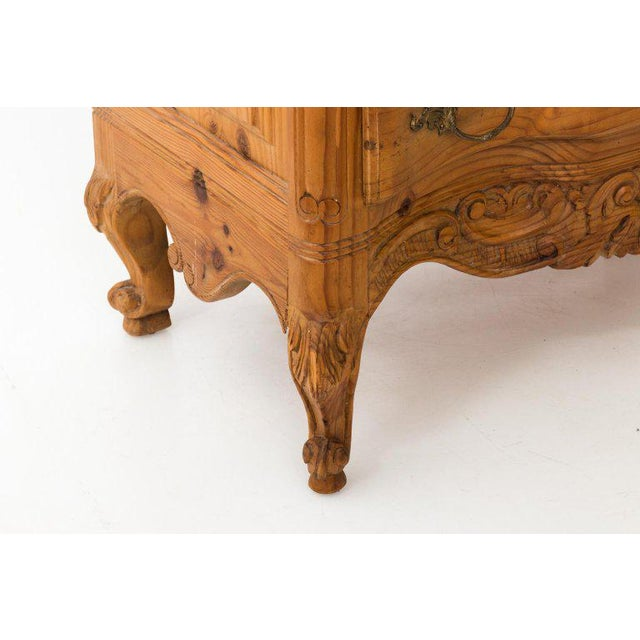 20th Century French Pine Chest of Drawers With Carved Scallop Shell Mirror For Sale In New York - Image 6 of 13