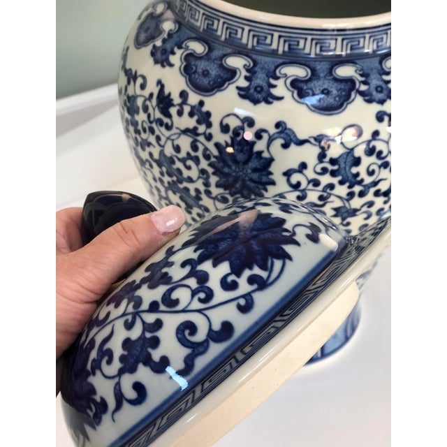 """Blue and White Large Porcelain Ginger Jar With Lid, 16"""" Urn For Sale In New York - Image 6 of 12"""