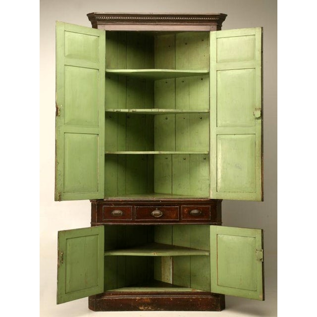 Early 18th Century Circa 1780 Antique English Georgian Faux Grained Pine Corner Cupboard For Sale - Image 5 of 10