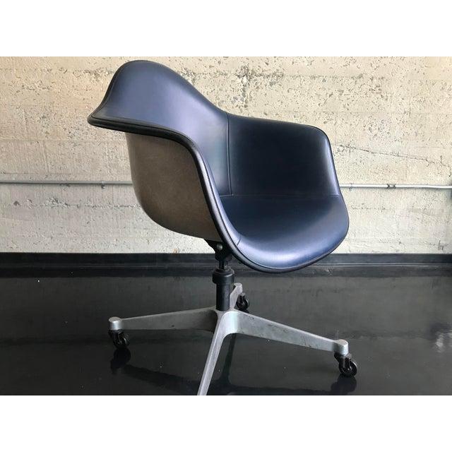 1970s Herman Miller Vinyl Shell Chair For Sale - Image 9 of 9
