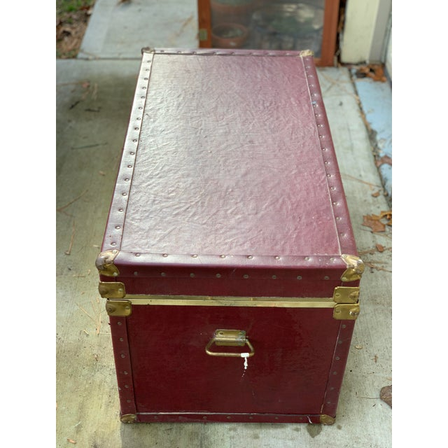 Traditional 1980s Traditional Burgundy Trunk For Sale - Image 3 of 4