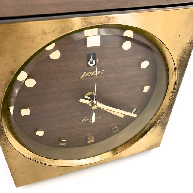 Brass 1960s Tiger Tenaka Japanese Table Clock in Walnut Glass and Brass For Sale - Image 7 of 11
