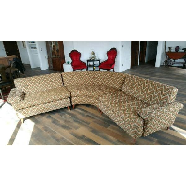A mid century modern three piece sectional sofa with sleek sculptural design made by Kroehler. One curved center section...