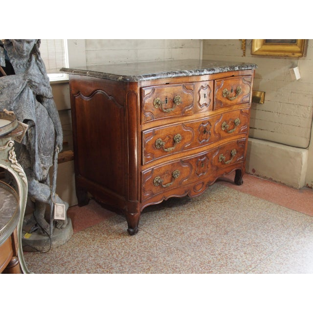 This is a beautiful French walnut commode with 4 drawers on 3 levels and a black and white marble top. 18th century...