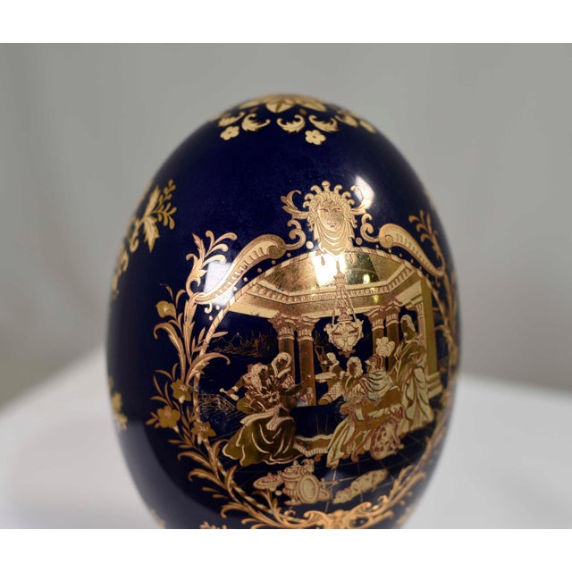 1960s Cobalt Blue and Gold Decorative Egg With Classical Greek Scene Rosewood Base For Sale - Image 5 of 13