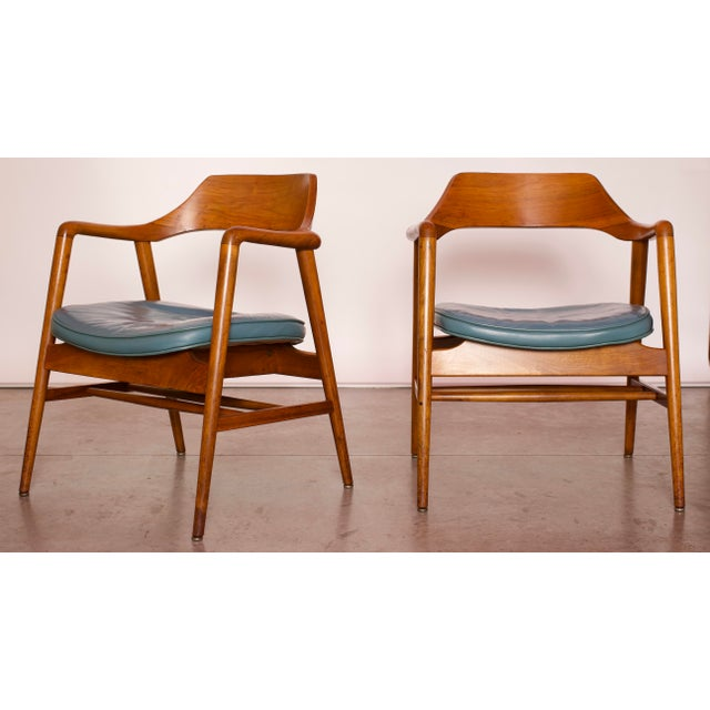 Gunlocke 1960s Vintage Gunlocke Co. Walnut Armchairs - a Pair For Sale - Image 4 of 12